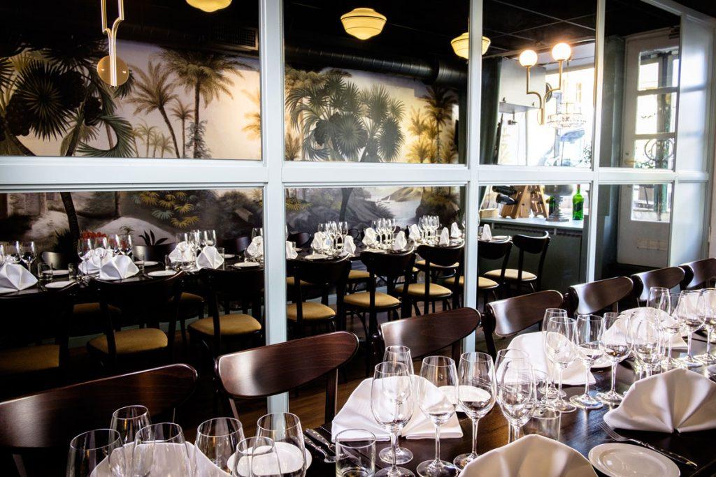 Le Petit Pastis kabinetissa voi kokoustaa lounaan tai illallisen ohessa.